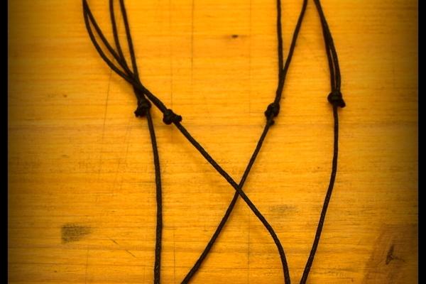 Colliers en bois, os, corne, cuir